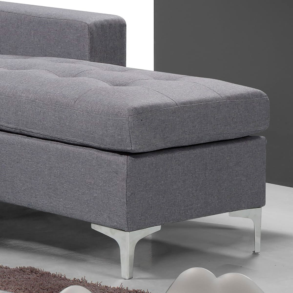 Sofá Chaiselongue 200CM tapizado gris Viana detalle del chaise y patas metálicas